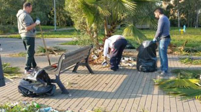 <span>CasaPound e i residenti riqualificano il parco di via Prato Cornelio ad Acilia</span>