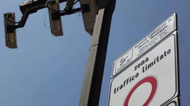 """Traffico e smog, Gonnelli - De Vecchis - Poggio: """"Sì alla Ztl, libero accesso per i residenti"""