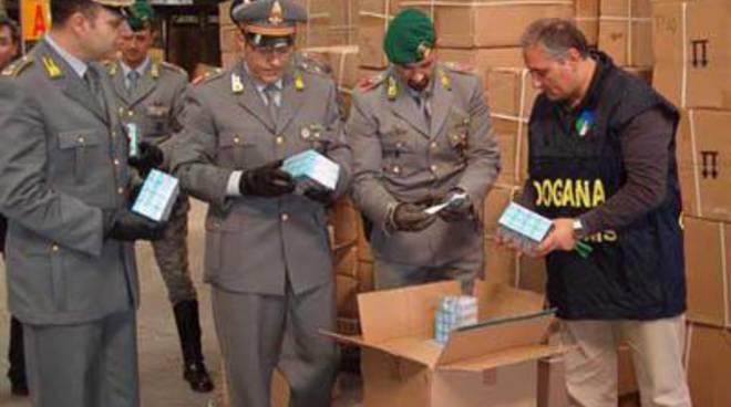 Aeroporto, scalo merci:sequestrati oltre 522.000 articoli contraffatti