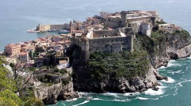 Bonifica del verde pubblico: proseguono gli interventi a Gaeta Medievale e sul Lungomare Caboto&nbsp