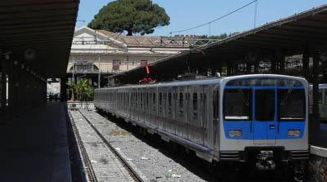 """M5S: """"Un'altra storia italiana volge al termine: la ferrovia regionale Roma - Lido diventa francese"""""""