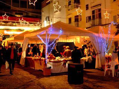 Mercatini, musica e Babbi Natale in bicicletta