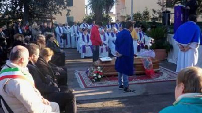 Si sono svolti nella chiesa di San Paolo Apostolo i funerali di Padre Ennio Cannas