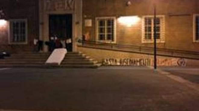 Azione notturna dei militanti di CasaPound contro i numerosi insediamenti