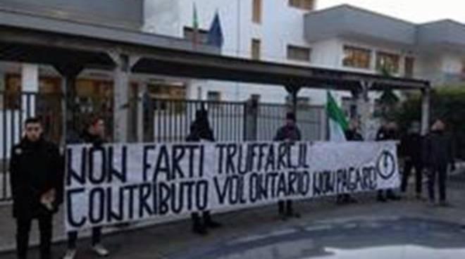Blocco Studentesco: blitz al liceo Anco Marzio contro il contributo volontario