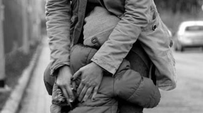 """Concorso fotografico """"Prendersi cura: Momenti di vita nella relazione genitore - figlio"""""""