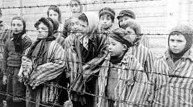 Gli studenti delle scuole medie ad Auschwitz per il Giorno della Memoria
