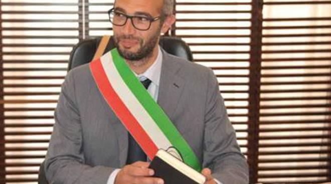 Il sindaco Cozzolino aggredito fisicamente e verbalmente