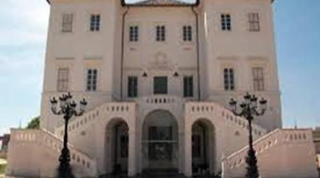 Taglio del nastro per una mostra d'arte a Villa Corsini Sarsina