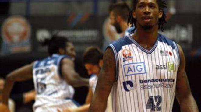 Basket: Benacquista, San Valentino a Tortona