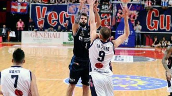 Basket: Latina lotta fino all'ultimo secondo, ma non passa a Biella