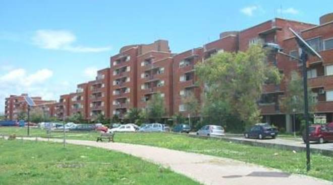 Case popolari, Unione inquilini riconsegna un appartamento vuoto all'Ater