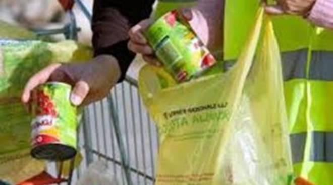Centro di solidarietà:la raccolta alimentare presso il supermercatoCarrefour