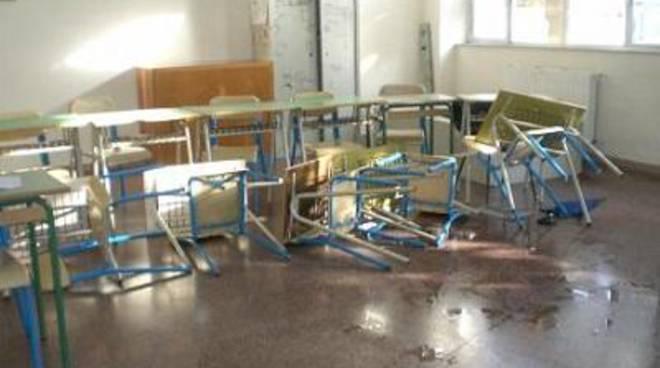 Ennesimo atto vandalico alle scuole di Tor San Lorenzo
