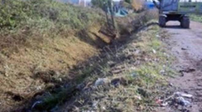 Igiene Urbana: ripulito il fosso di Via delle Menti