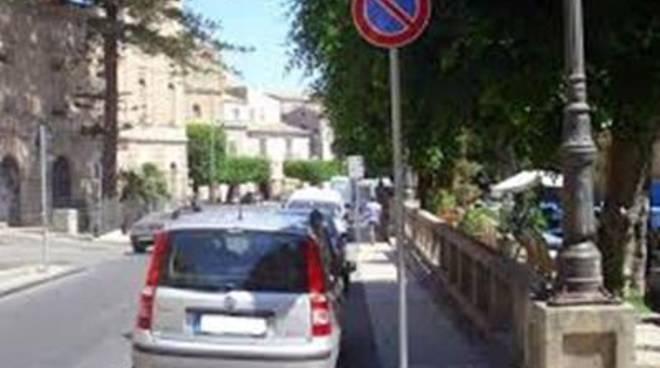 Istituito il divieto di sosta e fermata nelle piazze Duomo e San Giovanni