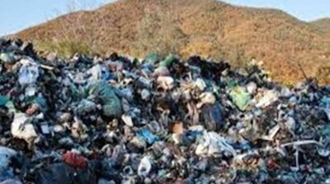 Lotta dura contro le discariche abusive: giro di vite sui conferimenti irregolari di rifiuti
