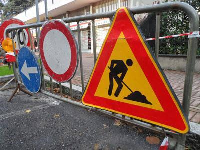 Riasfaltatura delle strade: partiti i lavori in via della Maggiona