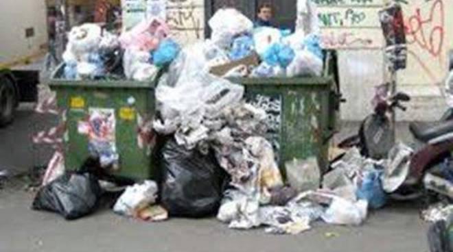 Abbandono dei rifiuti: consegnate alla Forestale due telecamere mobili