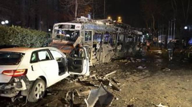 Attentato Ankara: 27 morti e 127 feriti