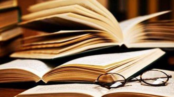 """La Biblioteca """"Peppino Impastato"""" presenta""""L'inverno del pesco i"""