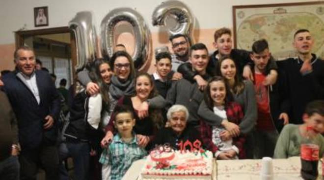 Nonna Itria compie 103 anni: è la più longeva cittadina di Ardea