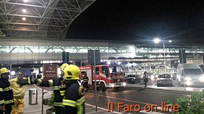 """Allarme bomba in aeroporto, la valigia è stata fatta """"brillare"""""""