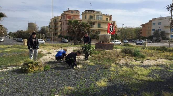 CasaPound si dà da fare per la riqualificazione delle rotonde