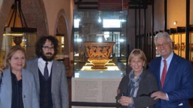 In mostra il Sarcofago degli Sposi di Giorgetto Giugiaro