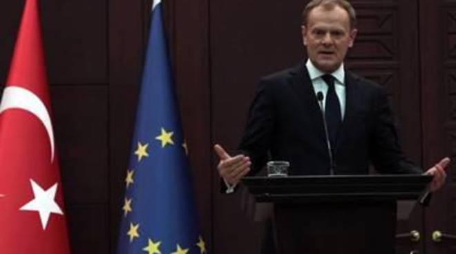 """Migranti, Tusk:""""pronti a dimostrare solidarietà a Italia"""""""