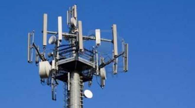 """Santori, De Priamo, Picca: """"Revocare subito l'autorizzazione per l'antenna radio in via Brecci"""
