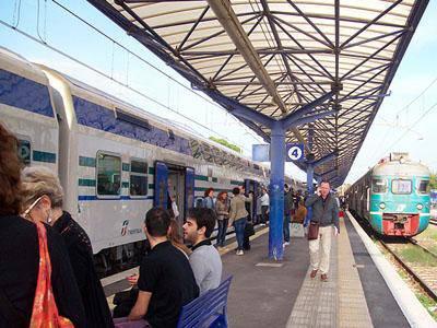 Treni fermi tra Ostiense e Fiumicino aeroporto