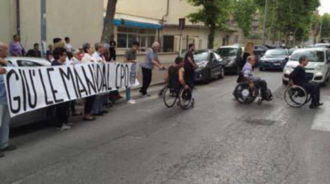 Associazione Mielolesi e CasaPound chiudono la strada contro il depotenziamento del Cpo