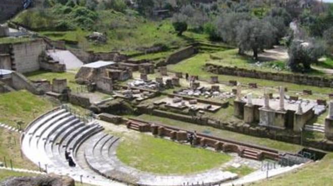 Complesso archeologico: l'Onorevole Sesa Amici in visita all'antico comprensorio di Minturno