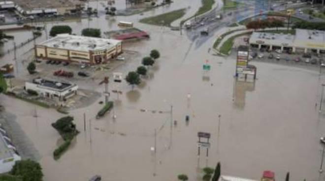 Il maltempo flagella il Texas. Sale e 6 il numero dei morti
