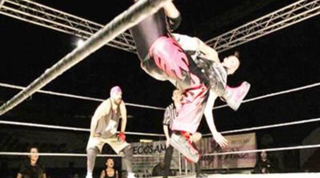 Il wrestling al Paladanubio. Alle 14 uno stage di Andres Diamons