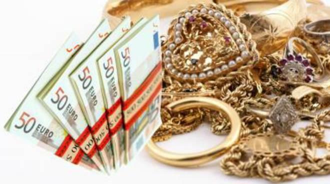 Imprenditore parte per l'estero e gli rubano 300.000 euro nascosti sotto al materasso