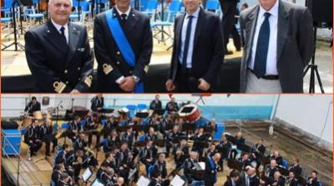 Istituto Nautico De Pinedo-Colonnain festa, con la banda musicale della Marina MIlitare