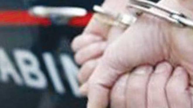 Maltrattava da anni la compagna, arrestato dai carabinieri