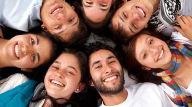 """""""Parlaci delle tue idee...dacci un tuo parere"""":campagna di ascolto rivolta ai giovani"""
