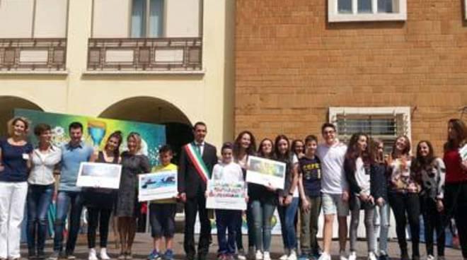 Ricominciamo da un murales: la scuola Orazio premiata dal Sindaco