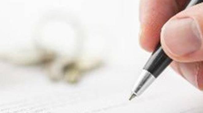 Si firma a sostegno di nove proposte di referendum e una petizione popolare