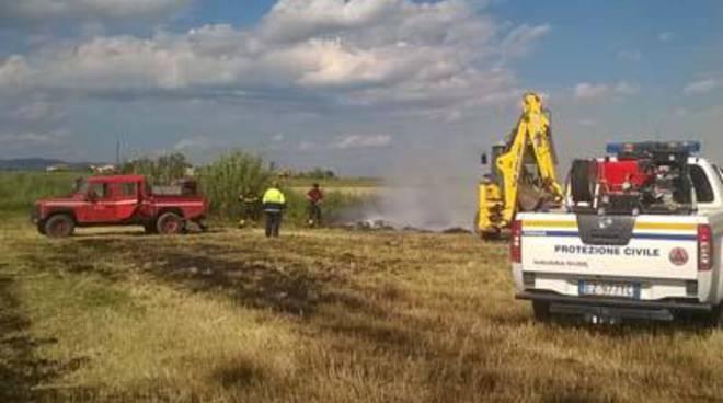 Vasto incendio a Pescia Romana, intervento del gruppo comunale di Protezione Civile