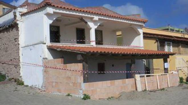 Abusivismo: sequestrata un'abitazione in via di ristrutturazione