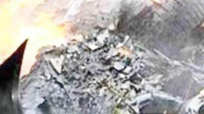 Denunciati 5 operai di una ditta: bruciavano rifiuti illegalmente