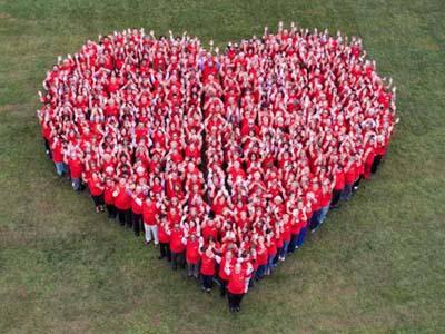 Giovedì flah mob in rosso a Villa Guglielmi contro la violenza sulle donne