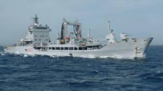 La rifornitrice di Squadra Stromboli in sosta nel porto