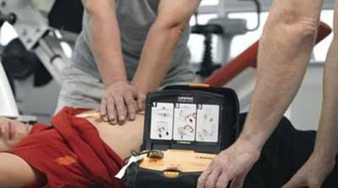 Oltre 11.000 pacchetti di figurine regalano un defibrillatore allo sport cittadino