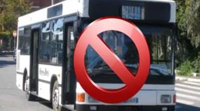 Prigionieri dell'autobus, protestano gli abitanti di Passo della Sentinella