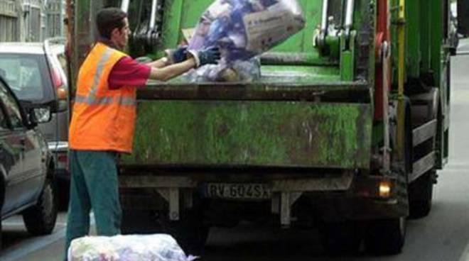 Ritardo sul ritiro dei rifiuti